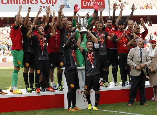 Galatasaray SK (@GalatasaraySK): EMIRATES CUP 2013 : ŞAMPİYON GALATASARAY! http://t.co/eSQKqph12L