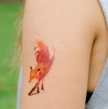 @kartotekaren Hittade denna, tänkte på dig. Watercolor tattoo. http://t.co/6C5dc4Hh7i