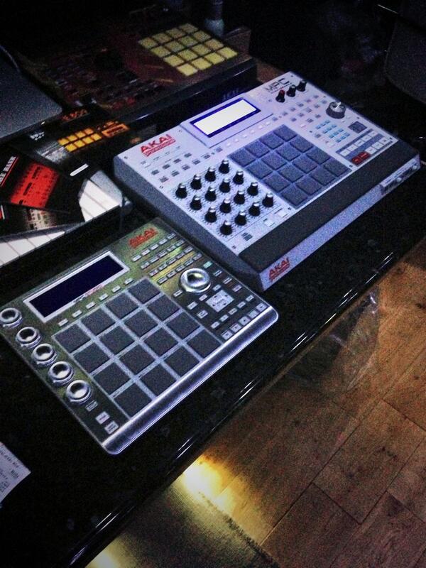 RT @mojammusic: Big up @Akai_Pro for hooking us up with the MPC Ren & MPC studio. Serious bit of kit! http://t.co/DzvyJV1Jeo