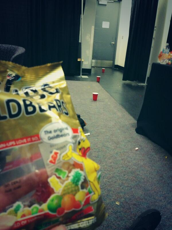 """""""@5SOS: bored in the dressing room, gummy bear basketball :)  -lukey http://t.co/XUNePSOLpV"""" oh I love gummy bear basketball with luke"""