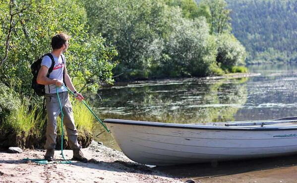 Mooring the paddle boat on the western shore of the lake #boating #lapland #conservation