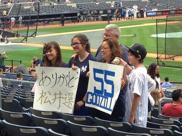 松井秀喜、日本人だけでなく、現地のファンにも愛された証。 Hideki Matsui is a true Yankee! #yankeesjp #mlbjp #matsui http://t.co/xdrdlEeEiz