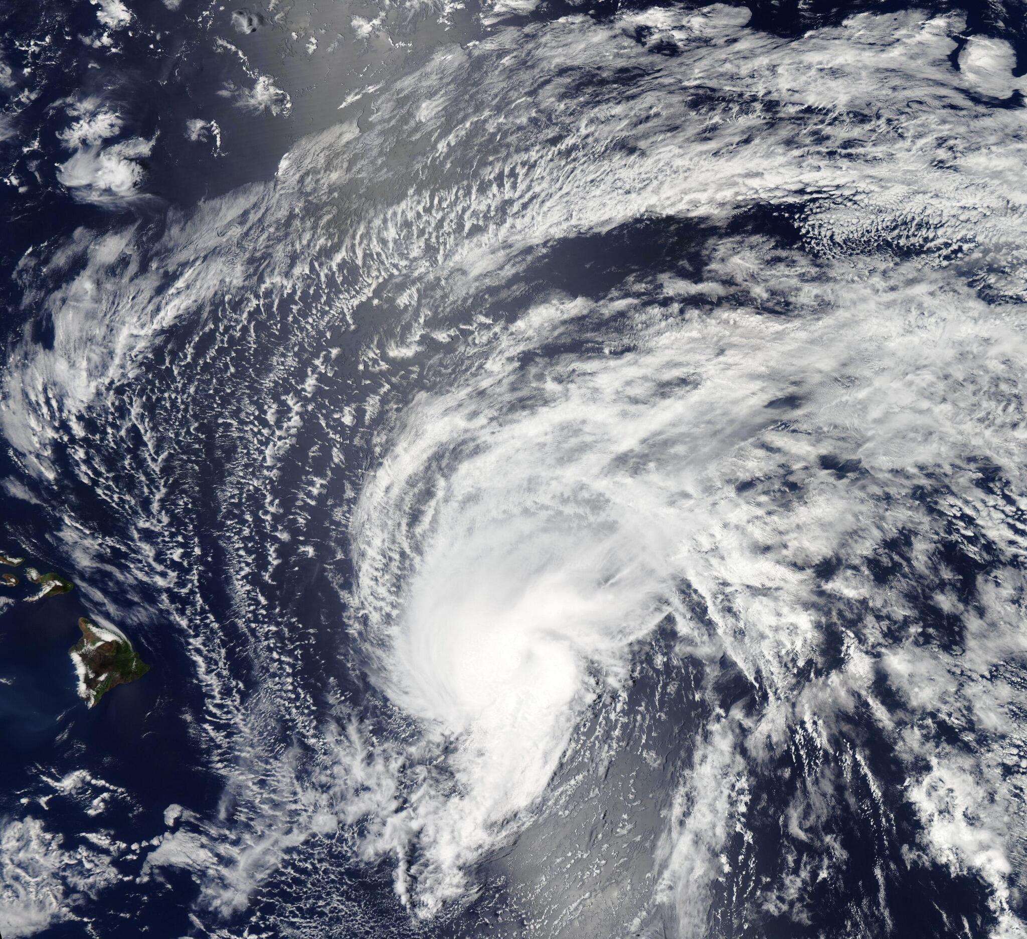 Foto de la tormenta tropical Flossie acercándose a Hawái http://t.co/OywlHqLWSi