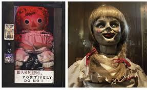 ini boneka asli dan boneka Annabelle yang di film The Conjuring itu.. Beneran ada lebel 'Positively Do Not Open' http://t.co/Lnq3OQSZQt