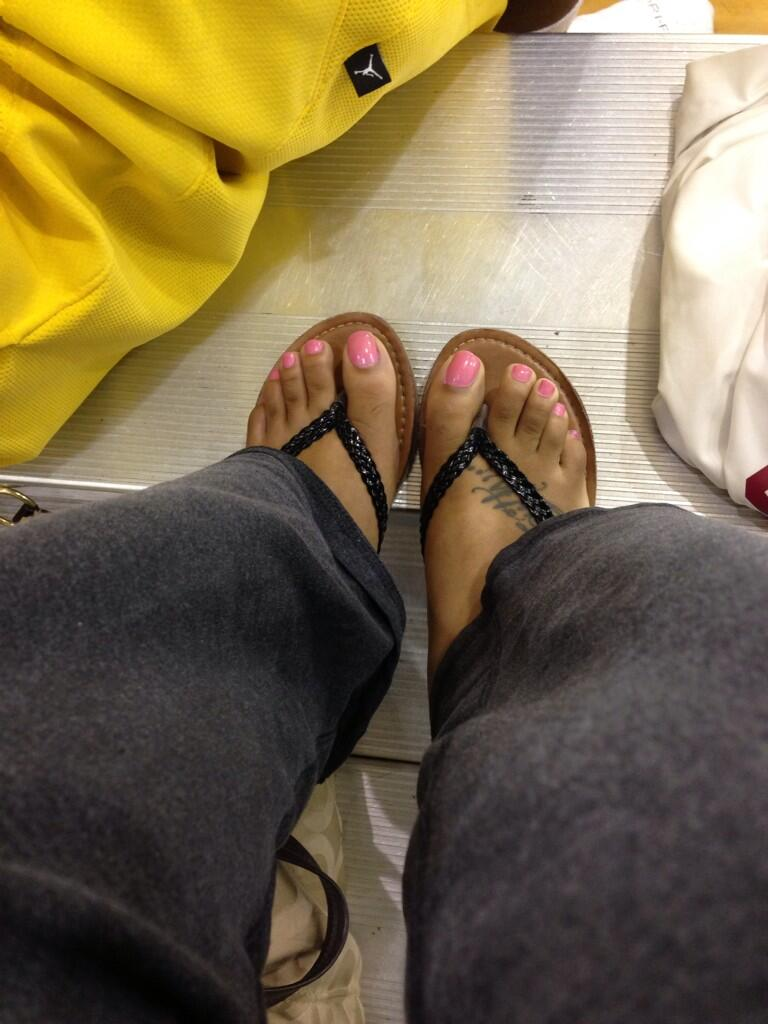 My feet yesterday at the gym... �� #PrettyFeet http://t.co/TkPKuMWlLD
