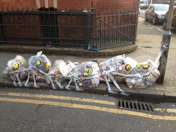 Yet another rubbish art installation on Shoreditch street. http://t.co/ZjJBN2vNQz