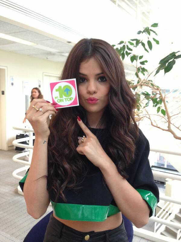 WOOO @SelenaGomez stops by #10onTop this Saturday! RT to congratulate Selena on her first #1 on the Billboard 200! http://t.co/VtWrfcqGyJ