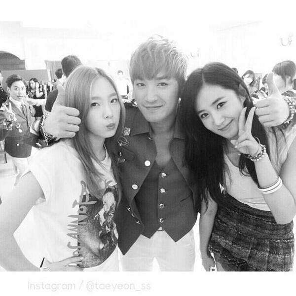 {PHOTO} 130804 Taeyeon Instagram Update: 역시신화짜응. 오늘도 힘, 내세요! #backstage #신화 http://t.co/Mx7J5aCt8h