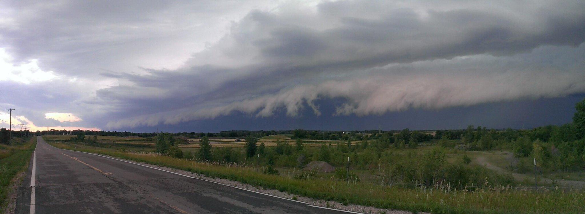 RT @bennyc50 Shelf cloud road. Near Monticello earlier. #mnwx http://t.co/5papHCLc9Z