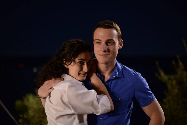 RT @DiziKurdu23: Hande Doğandemir ve Kerem Bursin'in başrollerini üstlendiği Güneşi Beklerken dizisinin set arkası. http://t.co/B1jCEmj7mu