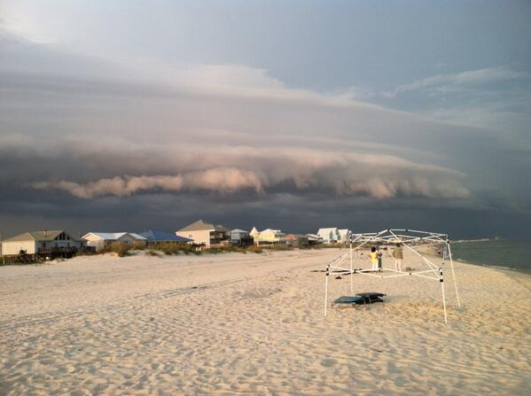 View of the storms approaching Ft Morgan, AL. #alwx MT @bradwilson35 looking north east from Fort Morgan http://t.co/wN5gN4L8o6