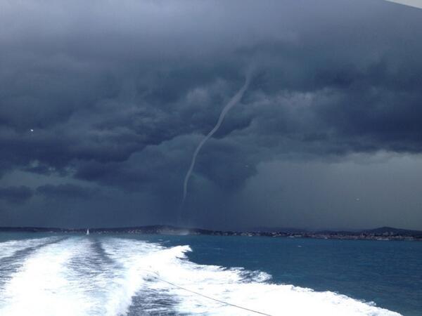 Otra espectacular Tromba Marina RT@Lucho1408: captada desde Cap d'Antibes, Francia. Por Nicolas Fabert http://t.co/Lf2p2BbK0K