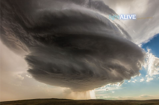 AWESOME shot earlier this week near Gillette, WY! Via: Light Alive Photography #WYwx http://t.co/U3JeEONySI