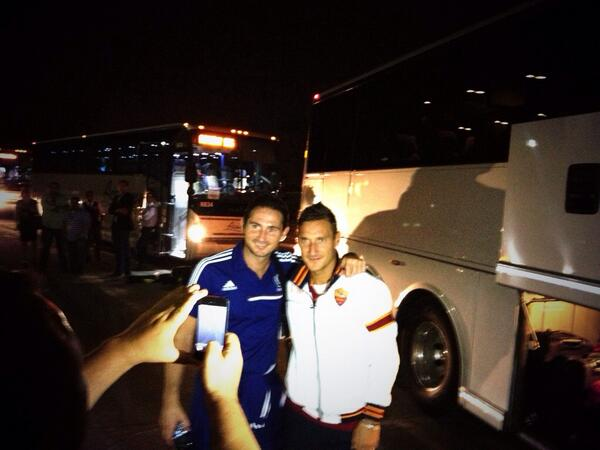 """Nice to see this shot from Saturday night! """"@OfficialASRoma: Two legends in a picture #ASRtour2013 @chelseafc http://t.co/rKCnmTrrag"""" #CFC"""
