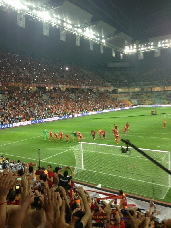 Galatasaray SK (@GalatasaraySK): Şampiyon!!!! http://t.co/IeaW8AvDQJ