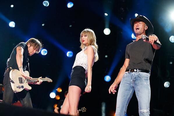 Alright! After all that voting, it's time to kick back, relax, and watch Taylor on #CMAFest at 8/7c tonight on ABC! http://t.co/rXuQrJikeY