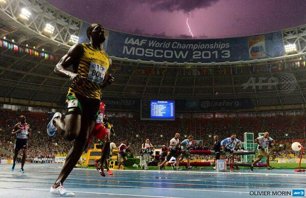 Two 'Bolts' in One Perfectly Timed Photo http://t.co/cYg43x4K8i