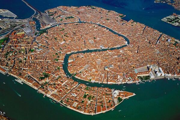 RT @UberFacts: The city of Venice stands on about 118 small islands. http://t.co/vrEX53ifDM