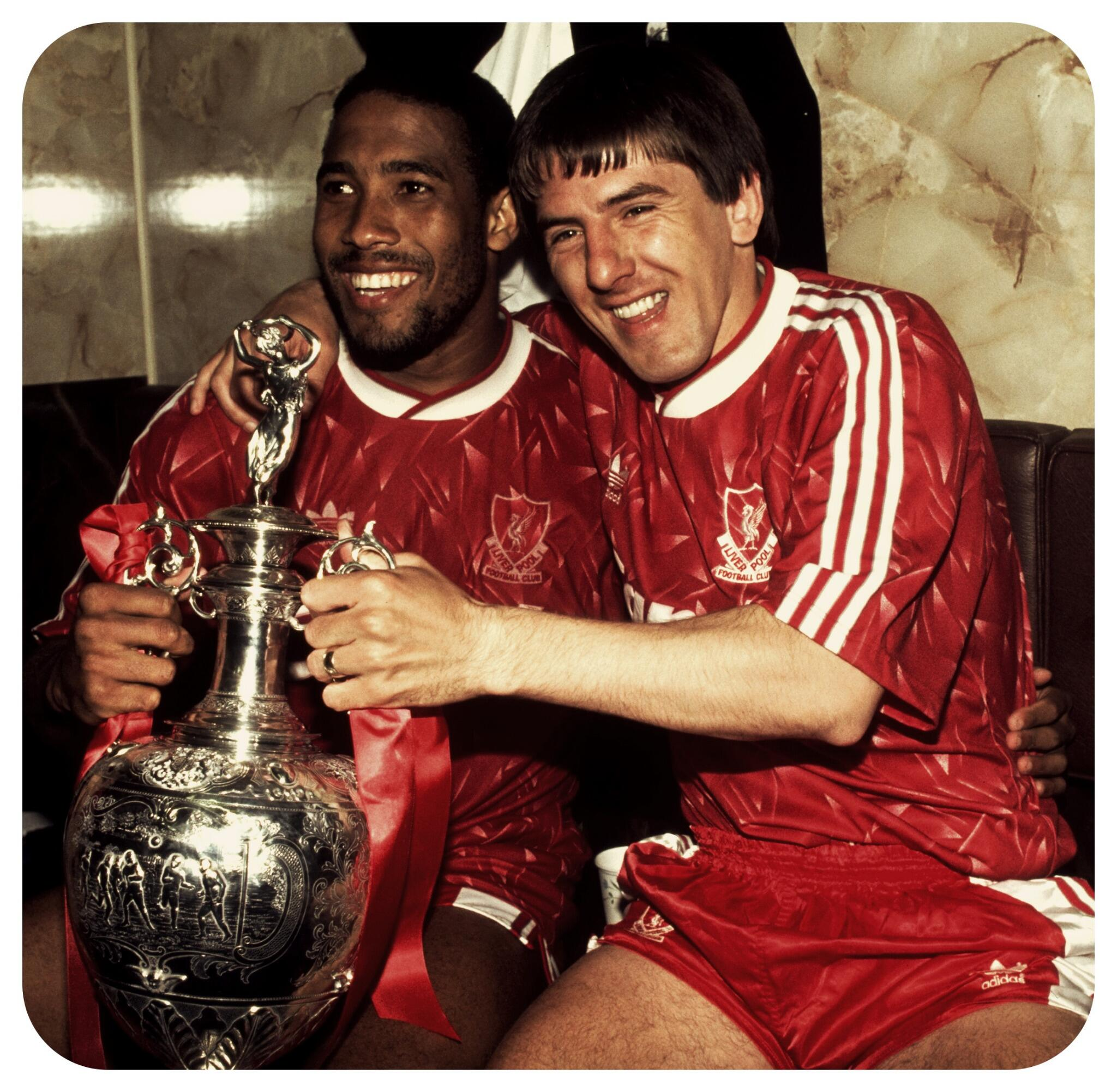 John Barnes and Peter Beardsley made their debuts on this day in 1987. And then they became legends #LFC http://t.co/YXvHFm75Sk