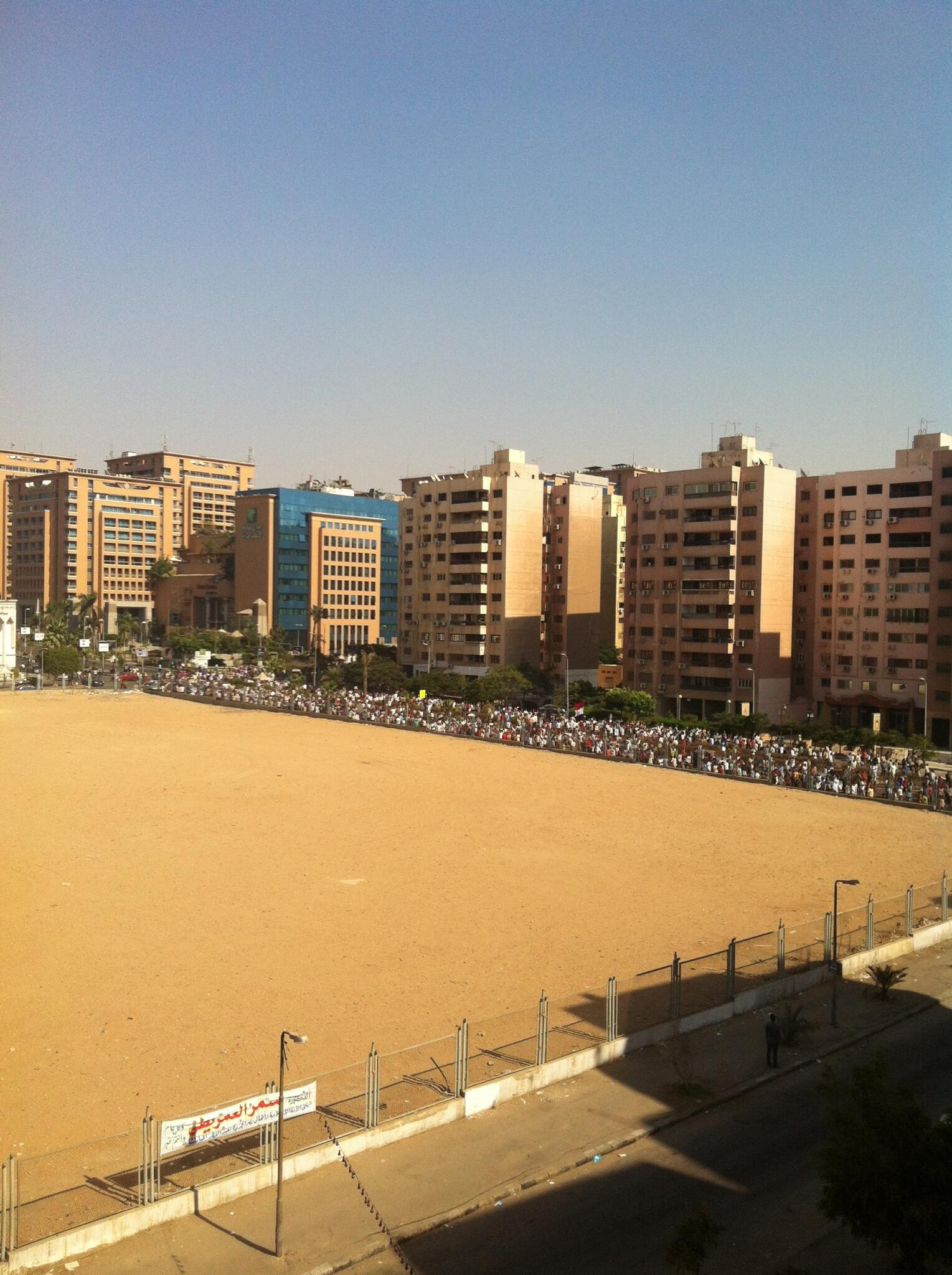 pro-morsy march going past city stars, headed in direction of nozha street, #cairo: http://t.co/EpgTVjAXTs
