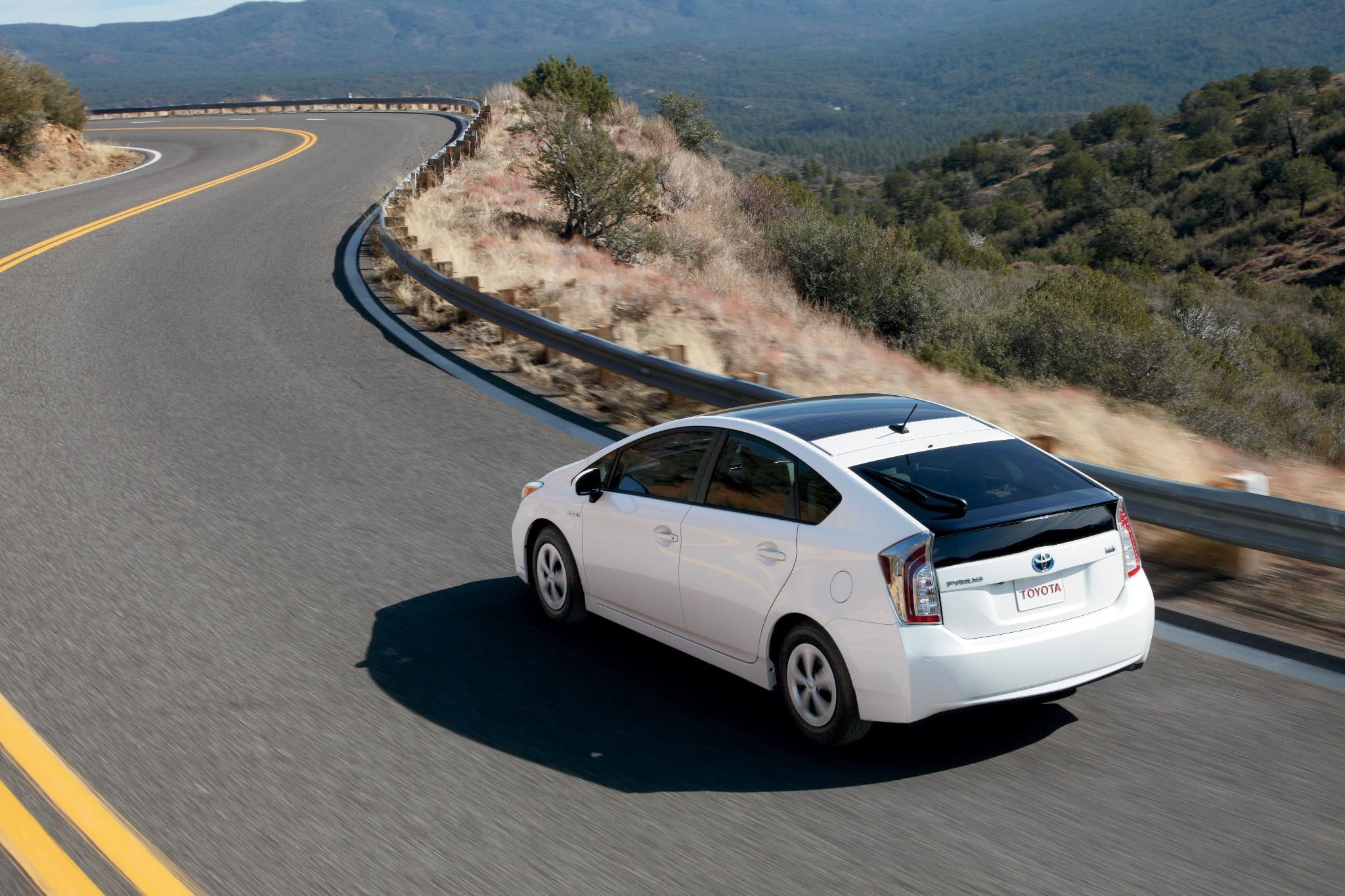 We're always improving the best. #DYK the 1st-generation Prius got an estimated 41 MPG combined? Today's gets 50 MPG. http://t.co/QTOkLIRKuy