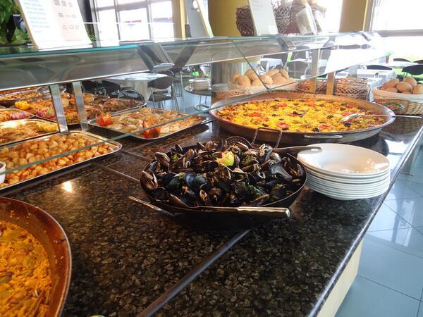 RT @Necobuffet: ¿Qué hay mas mediterráneo y valenciano que unas clóchinas, una paella y un arroz al horno? http://t.co/KMLj0L03KA