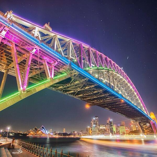 Great #longexposure of the #HarbourBridge all lit up in Sydney. Thanks for sharing with us @william_patino! (via IG) http://t.co/ZsZpYBpLi4