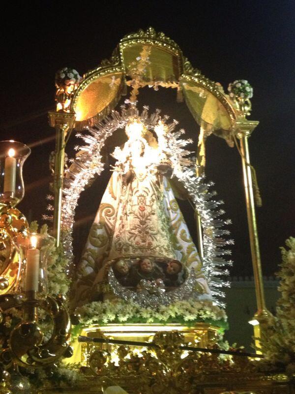 RT @fgarvifdez: La Patrona de la Vega de Granada baja de su Ermita a la Parroquia de Churriana en una fría y lluviosa tarde de agosto http:…