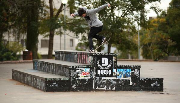 Luan de Oliveira dando seu rolê na pista de IAPI.  Apoio:   DicasDeSkate | Matriz Skateshop http://t.co/yPAmNq17Ur