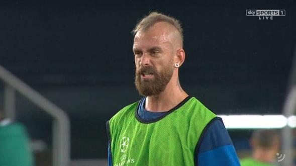 Raul Meireles' beard has challenged Andrea Pirlo to a duel http://t.co/gAa8ziZueF