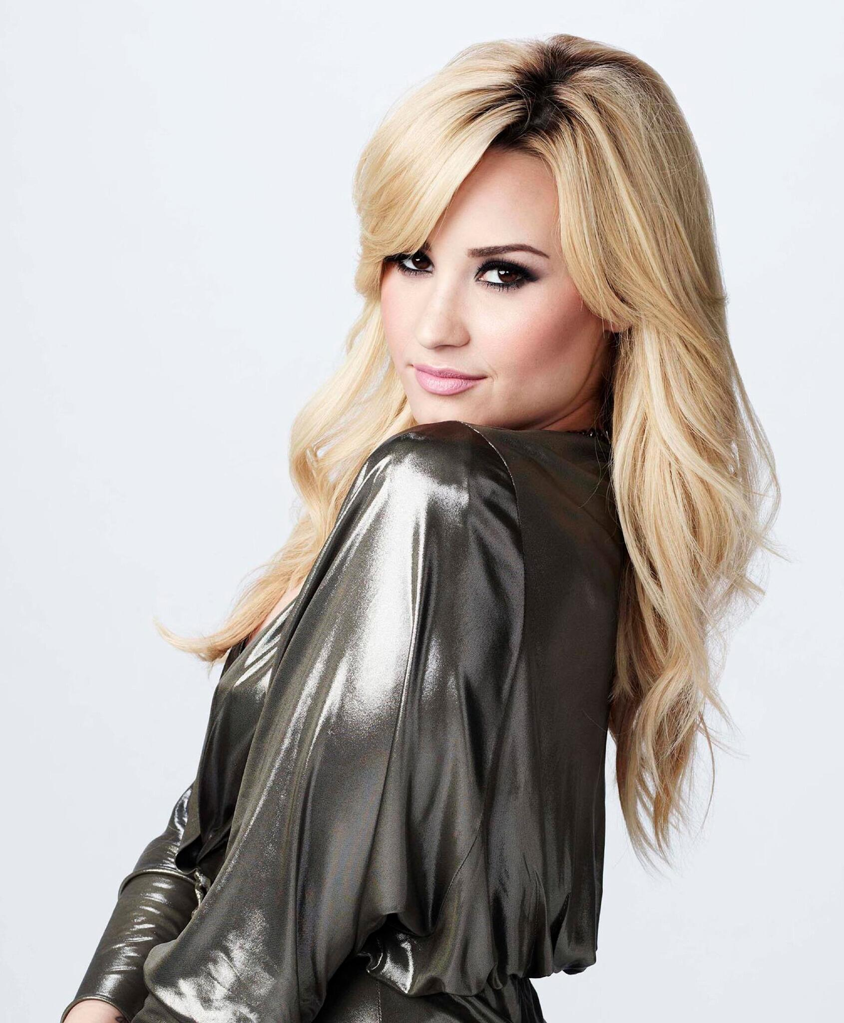 RT @GLEEonFOX: It's official! @TheXFactorUSA's @ddlovato will be joining the cast of #glee for Season 5! #DemiOnGlee http://t.co/UDrH9dgrpB