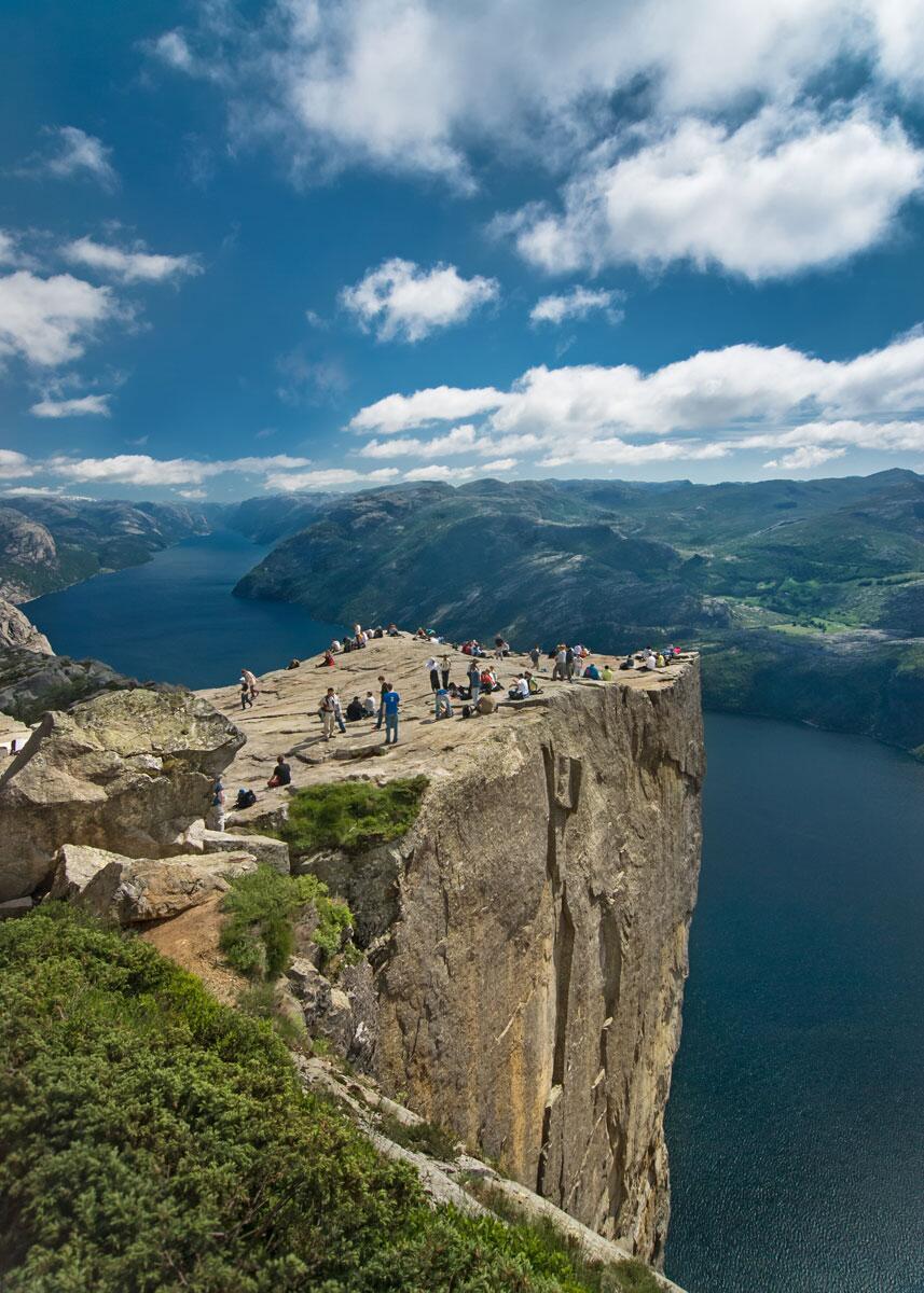 The 604m (1982 ft) 'Preacher's Pulpit' Cliff in Norway http://t.co/2zeNJhwRjD