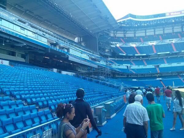 BSW3fY9CcAE8LT0 {Pictures} Real Madrid preparing stage for Tuesdays presentation of Gareth Bale [AS]