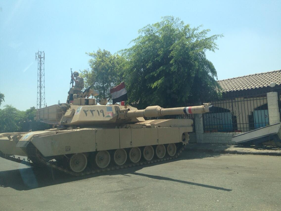 Tank near Helwan, MB stronghold on the edge of #Cairo #Egypt http://t.co/1p5JUKhMP5