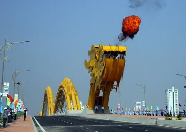 1864 ft Dragon Bridge in Da Nang Vietnam Shoot Water and Fire. http://t.co/zmfKPEh6Gf