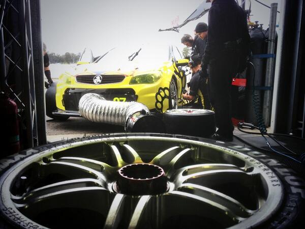 RT @TeknoAutosports: Final tweaks happening before the final 5mins. #V8SC #TEKNO http://t.co/UN7FzrziLT