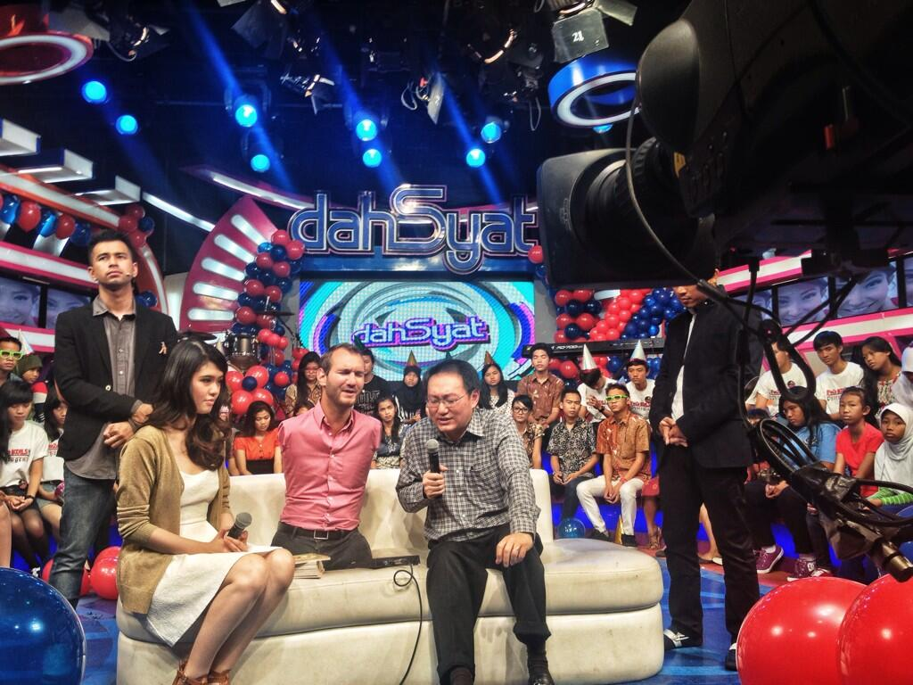 This morning I was able to pray for Indonesia while on RCTI's dahSyat. What a blessing! http://t.co/0vAm9X27J6