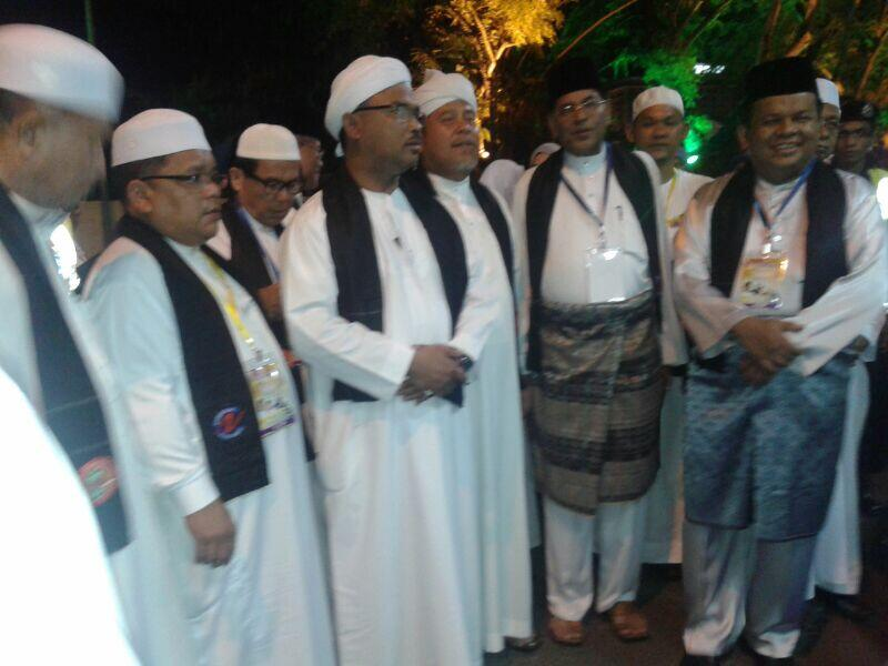 24 ogos 8 mlm Melaka Berselawat, Malam Cinta Rasul Stadium Hang Tuah http://t.co/W912UpEiZb