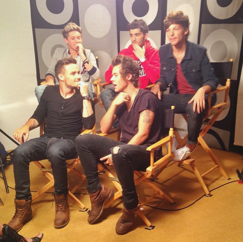 RT @1Dliveupdates: Yay the boys did a full group interview today as well :) http://t.co/tAbZ86jHb3