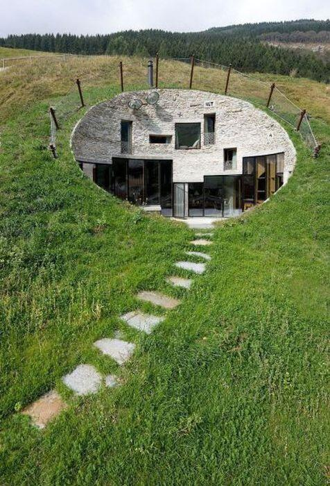 RT @ThatsEarth: A modern house carved into a hill. http://t.co/iCEhShjdi4