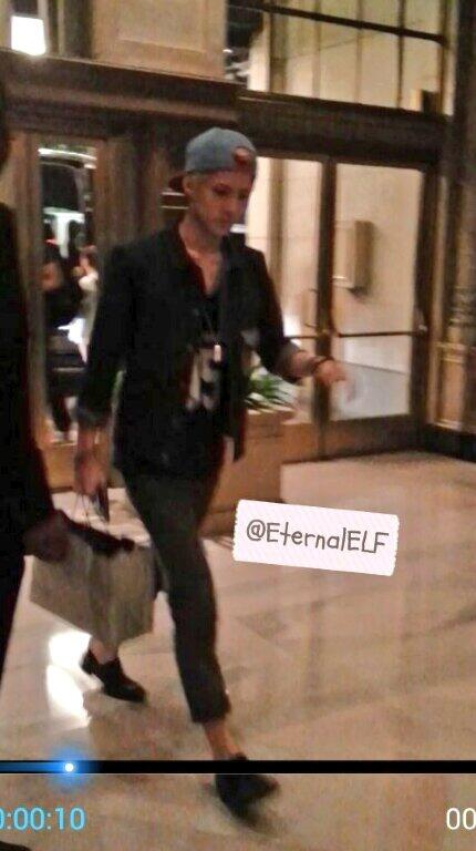 EXO Sehun in LA~ he was walking weird lol http://t.co/wnmKy146Cf