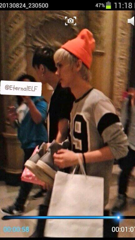 EXO Luhan and Tao after shopping in LA http://t.co/eid20kS75h