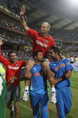 A Best Pic Of Suresh Raina & Virat Kohli With Gary Kirsten !  Best Coach Of Indian Team http://t.co/ZuVihATGy1