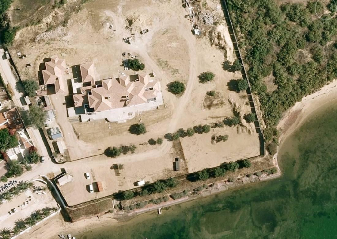 A casa do John Kerry na Fábrica, Cacela Velha. Agora já tem muros altos e jardins. http://t.co/cnXmtAKp7W