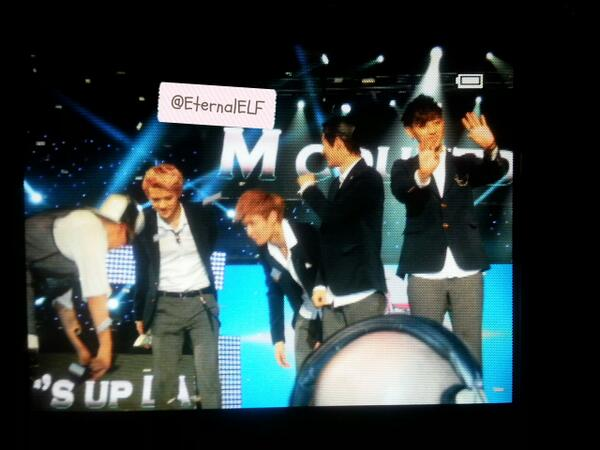 This half of EXO walked across the stage just to stand next to GD & greet him lol KCON 130825 http://t.co/UAO54rL61g