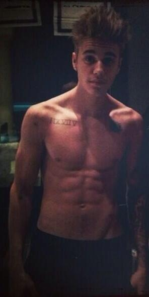 Um.... HOLY FUCK. His 8 pack looks so good omg I http://t.co/6RefD6gedp