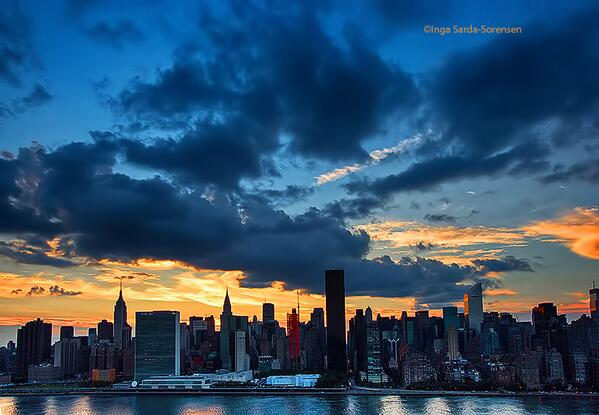 Wow! Beautiful. RT @isardasorensen Pretty late-afternoon skies today in #NYC. http://t.co/FqtqHltFTa