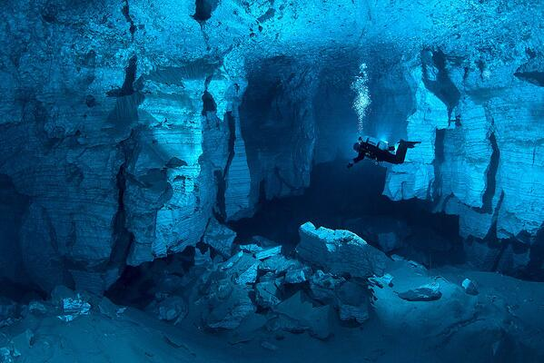 Exploring Orda Cave, the Largest Underwater Cave in Russia http://t.co/LUJPBeHWih