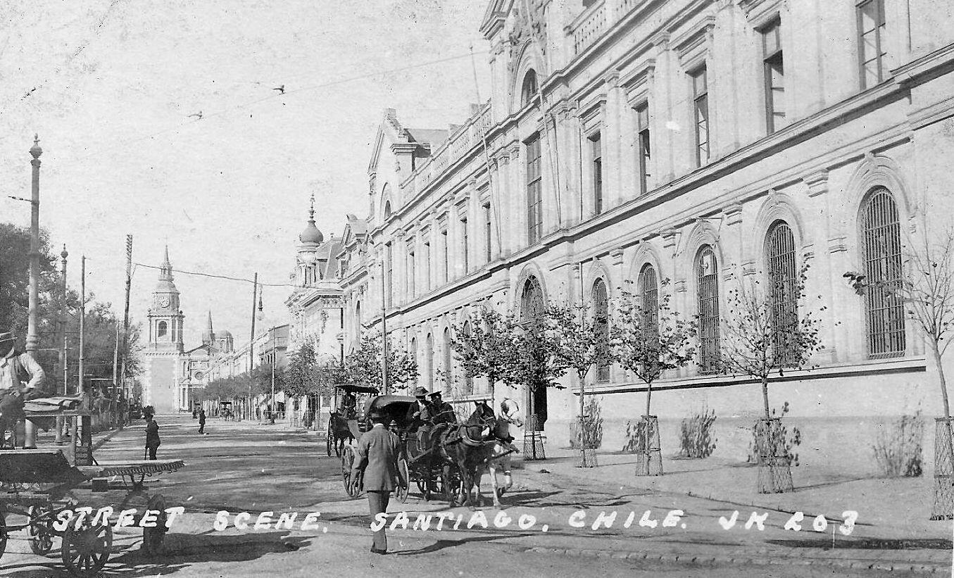 Panorámica de la Alameda, Universidad de Chile e Iglesia San Francisco en 1910. @EnTerrenoChile @santiagoadicto @purb http://t.co/5o1kIIs5St