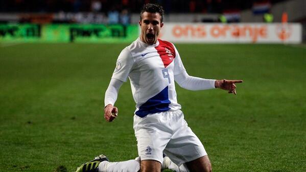 BT1EpOwCYAA9e W Man United talisman Robin van Persie scores 2 for Holland, including a Golazo v Andorra